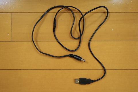完成したケーブル。USB→充電器をつなげられます。
