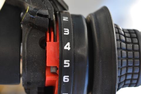 レボシフトは,インナーワイヤのタイコが引っ張り出しにくかったです。(細いドライバーで無理矢理出しましたが)