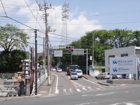 使いまわしても気がつかない写真ですが,半年ブリの名古木交差点です。