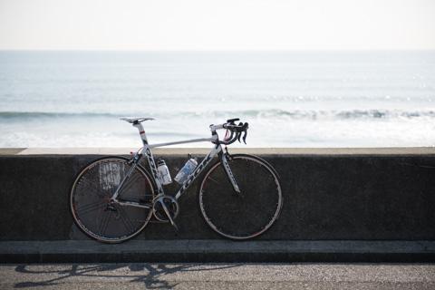 どっからどう見ても,(ピストではなく)ロードバイクなんだけどなぁ。ツールは出てないけどさ・・・(笑)