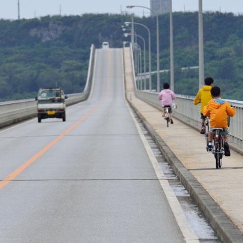 前方に迫り来る,橋の中央部。4級山岳くらいあるかも(笑)