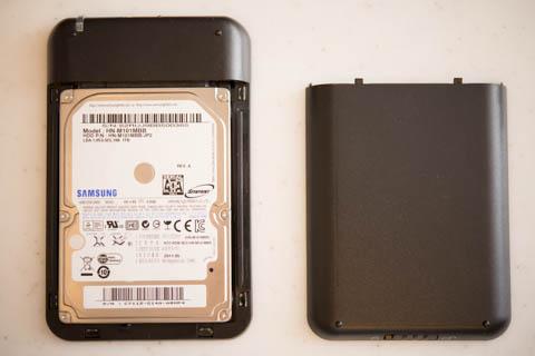 取り外したHDDは,外付けHDD箱に入れて再利用です(^^)