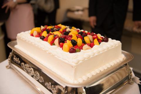 結婚式にて。ケーキ大好き,全部食べたい(^^)