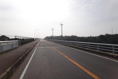 車輪よ,あれが宮川公園の風車だ。