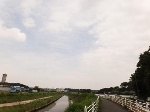 景色はイマイチつまんない境川CR。でも信号が無いから楽だ~
