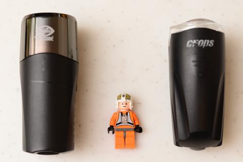 左のHL-520に比べて,右のSX7は寸詰まり,ゴロンとしたデザインです。