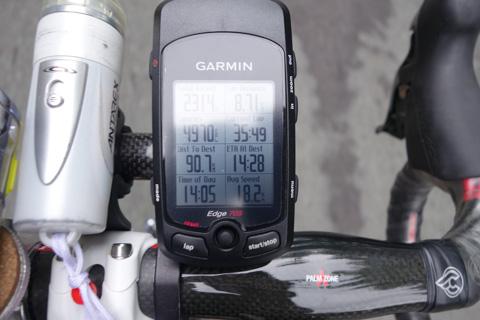 なんか表示もアヤシイ・・・。現在時刻14:05で,残り90.7kmもあるのに,到着時刻は14:28。300kmくらいで走れってこと!?