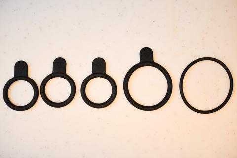 どこの家にでもある(?)であろう,TOPEAKの輪ゴムたち。今回使ったのは,右から2番目のやつ。