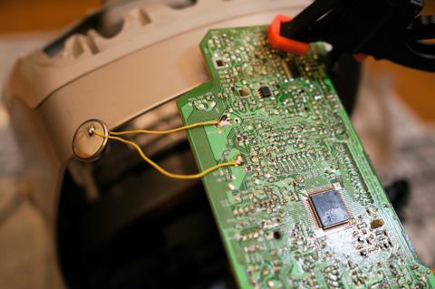 リード線を切らしていて,子供の電子工作セットから失敬(^^)