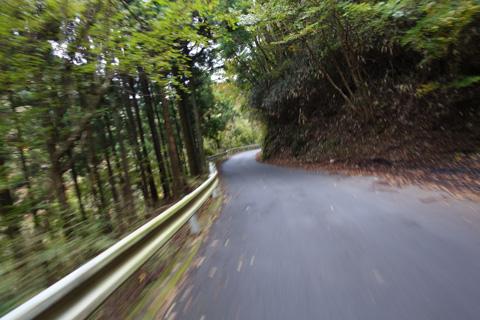 一見,すごいスピードだけど,実は10km/hくらい。そもそも上りだし・・・(^^;)