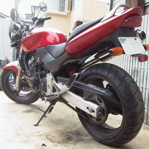 ロードバイクの前に乗っていた自動二輪Hornet250。太いリアタイヤ!!