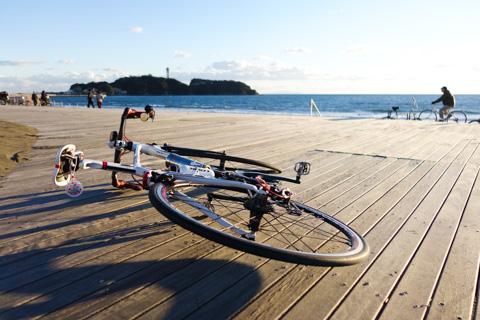 いつもの,鵠沼海岸ウッドデッキに到着~。さぁ,撮影準備だ!