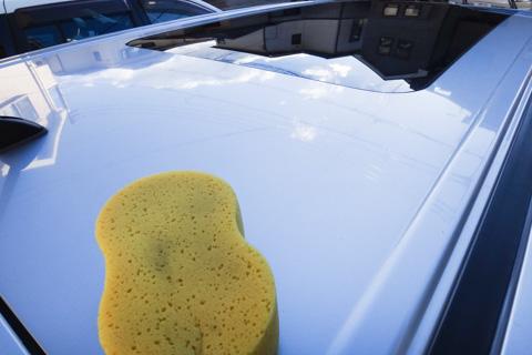 2年ぶりの洗車。さぁ,泥コーティングを剥がそう(意外と地肌はキレイです,笑)