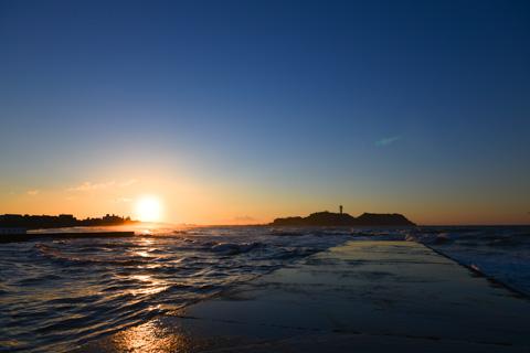 撮影場所の鵠沼海岸突堤。先っぽは危ないので,ここまでで我慢(^^)