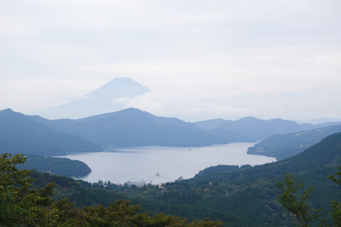 大観山から望む,富士山・芦ノ湖・箱根の山々。こんなところまで,自分の足だけで・・・。