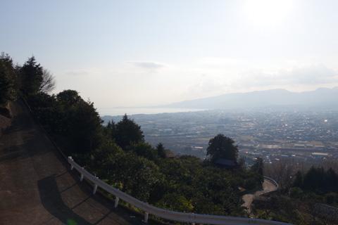 春になれば,梅林・相模湾・富士山を一気に楽しめるそうです。絶対に来よう!