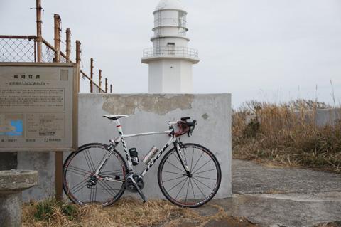 観音崎と違い,無人で寂しい感じがある剱埼灯台。
