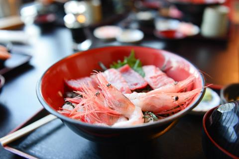 「藤浪」で会戦ドン海鮮丼。おいしい~(^^)