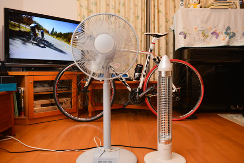 電気ストーブ,扇風機,自転車,TV。日本中で見られる光景です(?)