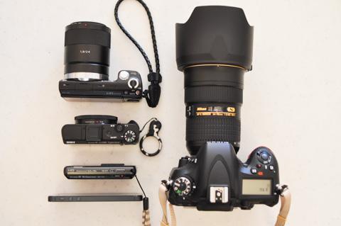 上から,NEX-5N,RX100 II,TX10,iPhone5。そして,D600。