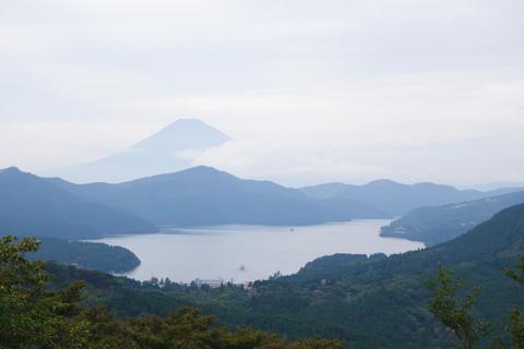 淡い富士山がギリギリ写せました。