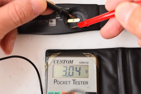 電池を外してから3分経っても,まだまだ十分な電圧を維持しています。もともと3Vだし。