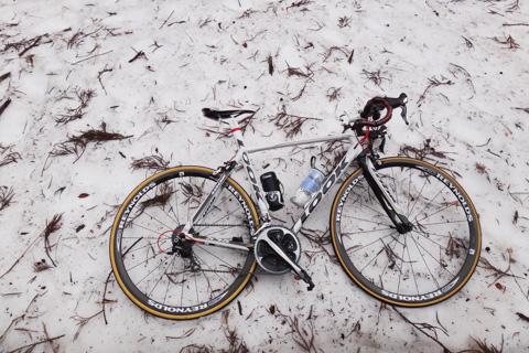 裏ヤビツにはどっさりと雪が残っていました(驚!)