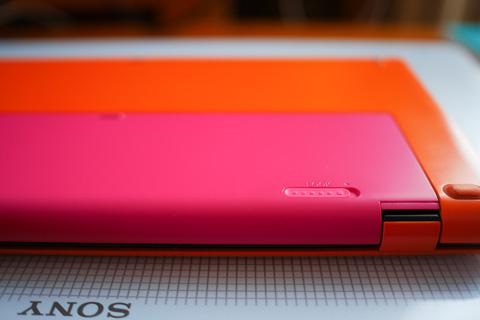 同じ暖色系ではあるけど,微妙(ぜんぜん?)色が違う予備バッテリー確保。