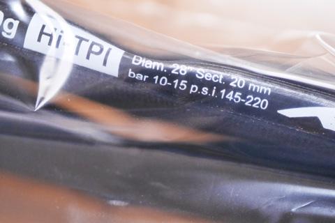 推奨空気圧10~15bar !? すんげ~,高圧・・・。