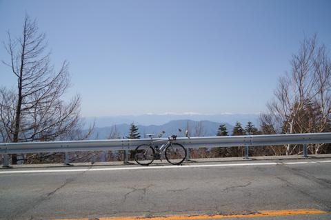 帰り道でパチリ。遠くに見えるのは八ヶ岳かな?