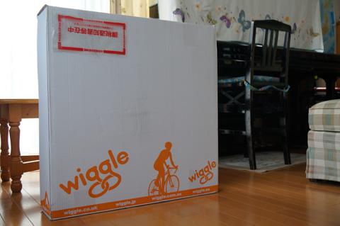 で,でかい・・・。あれ? Wiggle箱なのね・・・。