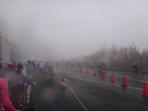 地獄の雨が降る5合目。寒かったなぁ・・・(FHC2012)