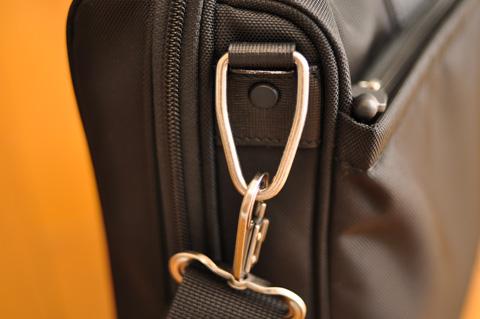 通勤かばんの「吊り輪」。これがリム断面に見えてくるようでは,病気である・・・。