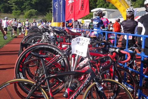 エグゼクティブ・スタートエリアにある自転車ラック。まぁ,便利といえば便利か・・・?
