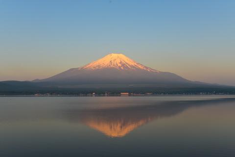 美しい逆さ富士! 今回,D600+大口径ズームレンズで撮った唯一の写真・・・。