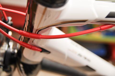 ブレーキ&シフトワイヤはすべて内蔵型。
