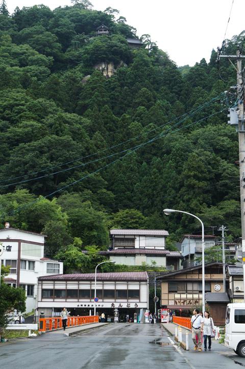 ここから見える山寺(実際は全行程の半分)で,登れる気がしてしまいました。