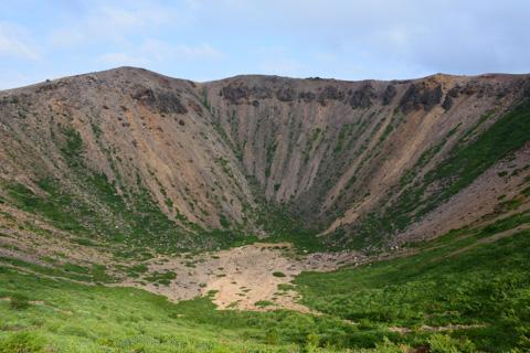 頂上の噴火口~