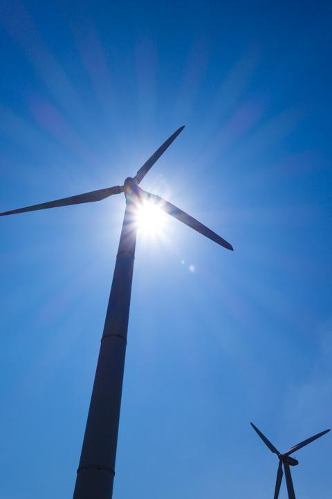 宮川の風力発電も寄ってきました。風が強くてブンブン回っていました(^^)