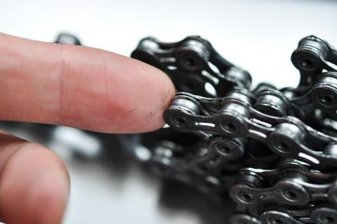 指で触ってもこんな感じ。普通のオイルだったら,黒くなるしベトベトしちゃう!