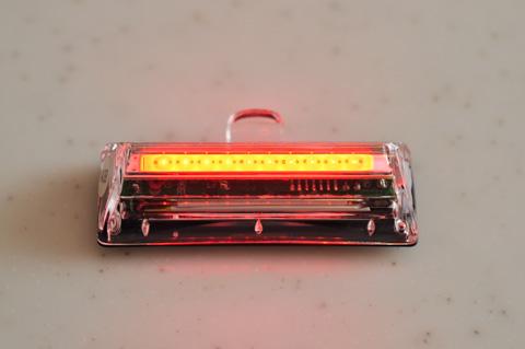 点灯させるとこうなります。普通のLEDに比べて密度が高いです。