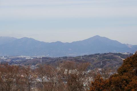 吾妻山から撮った大山方面。望遠があるので大きめに撮れています。