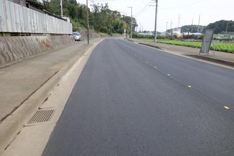 ガタガタだった路面が舗装しなおされている区間。
