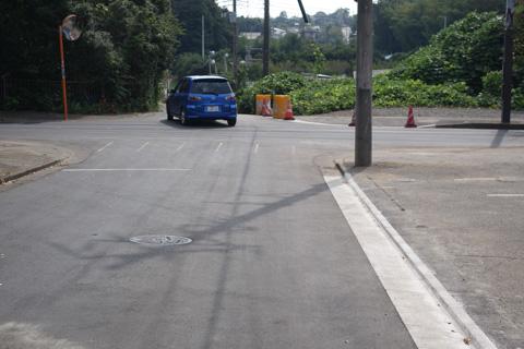 巨大な穴が開いていた交差点も,修理完了!