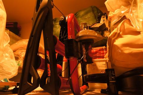 ローラー台,扇風機は家の中の「蔵」で出番が来るまで眠っています。