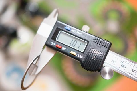 作業終了後,厚さ1mmのスペーサーがなぜか1枚あまる。いったいどこのパーツなのだ・・・?