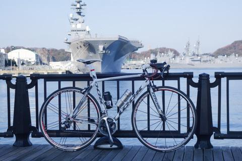 横須賀で軍艦をバックに。かっこよか~(1時間浪費・・・)