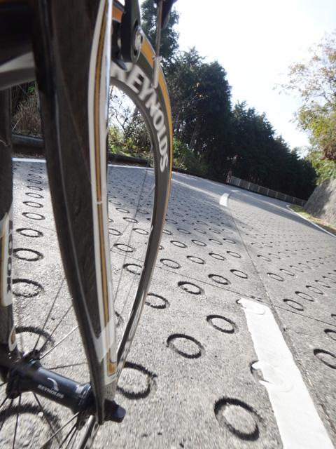 こうやって,苦労して自転車で「のぼって」いく場合,どの漢字を使うのでしょう?
