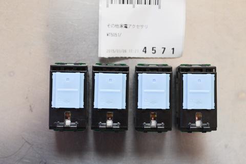 PanasonicのWT5051という型番のスイッチでした。1個300円なり。