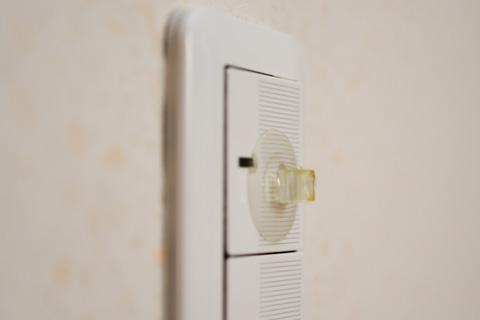 こんな風に,スイッチに吸盤を付けていました。初めて来たお客さんはさぞ驚いたことでしょう。
